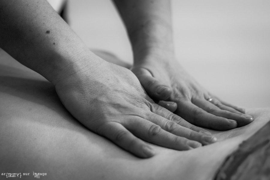 Focus sur l'outil principal de la kinésithérapeute: ses mains